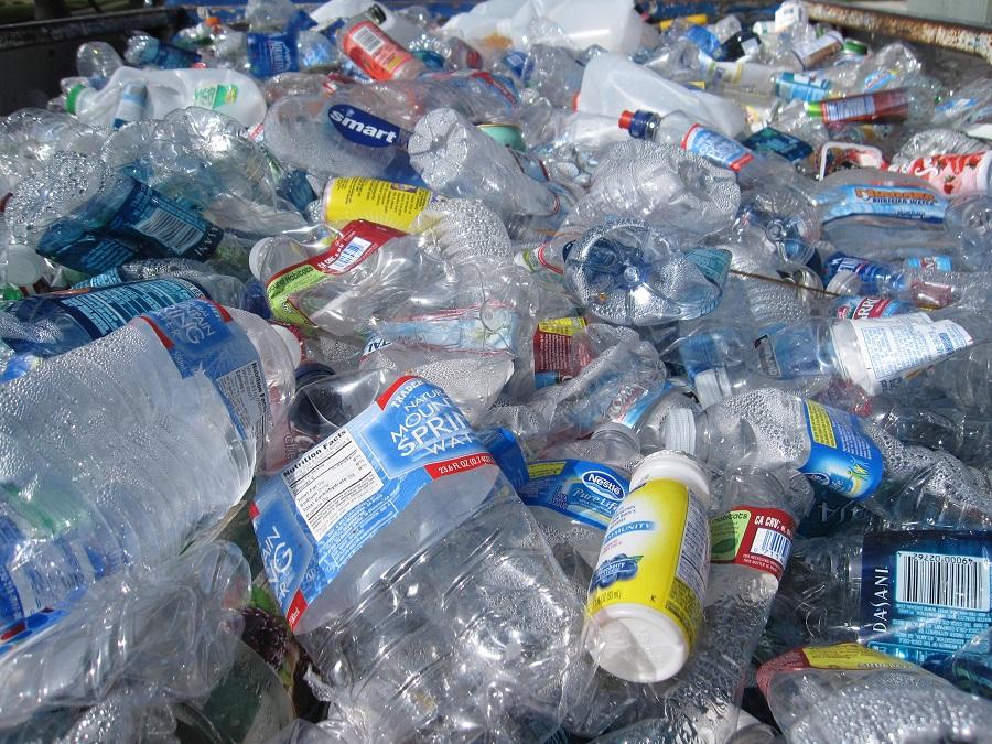 Q-Bottles: trasformare plastica in abbigliamento